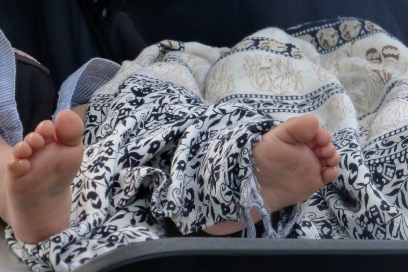 Le paréo, un indispensable pour voyager avec un bébé